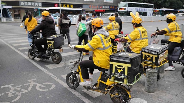 Sau Alibaba, nền tảng giao đồ ăn lớn nhất Trung Quốc bị điều tra