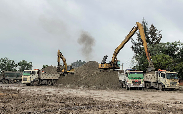 Nhà thầu thi công cao tốc Bắc - Nam, phía Đông tìm nguyên liệu thay thế để dự án về đích đúng tiến độ.