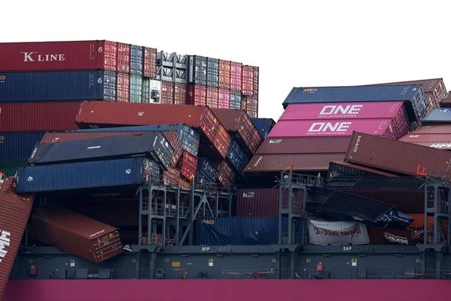 Container rơi xuống biển - cơn đau đầu mới của ngành vận tải