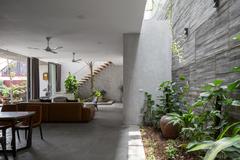 Ngôi nhà bê tông ở Hà Nội đáp ứng sở thích của gia chủ