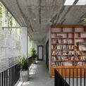 <p> Với sự yêu thích bê tông của gia chủ, nhóm thiết kế chọn vật liệu hoàn thiện chủ yếu là bê tông với bề mặt nhám, gỗ màu hạt dẻ giúp không gian trở nên ấm cúng hơn.</p>
