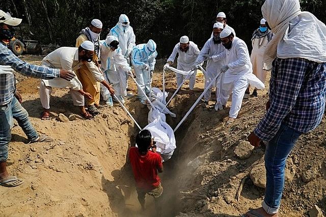 Trung bình mỗi ngày Ấn Độ có khoảng 300.000 ca nhiễm mới. Ảnh: Reuters.