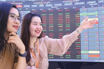 Lực cầu lại tăng mạnh cuối phiên, VN-Index lên gần 10 điểm