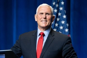 Mike Pence tái xuất