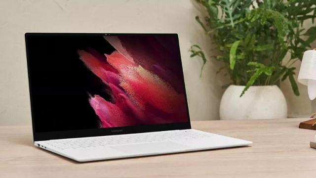 Samsung ra mắt loạt máy tính xách tay màn hình QLED giá bình dân