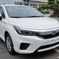 """<p class=""""Normal""""> <strong>Honda City bản E</strong></p> <p class=""""Normal""""> Honda bổ sung bản E cho City, mẫu sedan cỡ B hướng đến khách hàng chạy dịch vụ, lược bỏ nhiều tiện ích để giảm giá xuống 499 triệu. City E cạnh tranh với đối thủ """"vua doanh số"""" tại Việt Nam là Hyundai Accent 1.4 AT giá 501 triệu và Vios E CVT giá 531 triệu.</p> <p class=""""Normal""""> City bản E trang bị động cơ và tính năng an toàn giống bản G. Cỗ máy 1,5 lít công suất 119 mã lực, mô-men xoắn cực đại 145 Nm. Hộp số CVT. (Ảnh: <em>Honda</em>)</p>"""