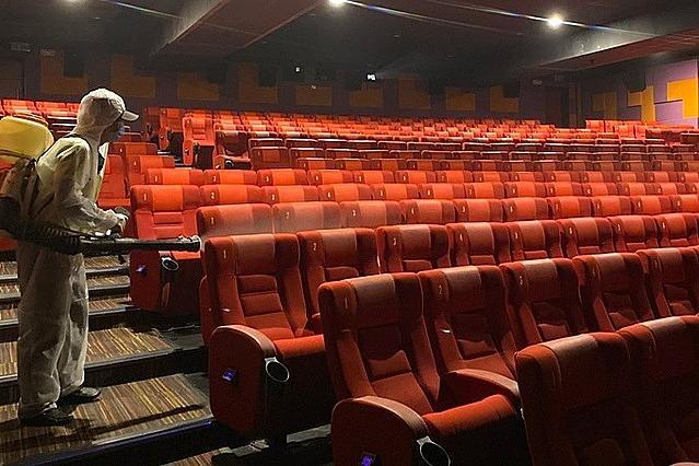 Một rạp chiếu phim ở TP HCM được khử khuẩn phòng dịch hồi tháng 5/2020. Ảnh: Quỳnh Trần.
