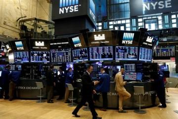 Phố Wall trái chiều, nhà đầu tư chờ thêm số liệu kinh tế