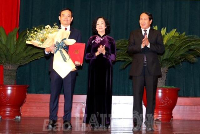 Bà Trương Thị Mai, Trưởng Ban Tổ chức Trung ương chúc mừng Phó Thủ tướng Lê Văn Thành
