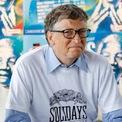 <p> <strong>2. Theo tính toán của Business Insider, ông kiếm được khoảng 4.630 USD mỗi giây</strong></p> <p> Điều đó có nghĩa là sẽ thật lãng phí thời gian nếu Bill Gates dừng lại và nhặt tờ 100 USD mà ông đánh rơi trên đường. Ảnh:<em>Getty Images</em></p>