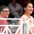<p> <strong>6. Bill Gates vẫn là người giàu thứ 4 trên thế giới dù đã cho đi ít nhất 41 tỷ USD trong những năm qua</strong></p> <p> Bill Gates và vợ thành lập Bill &amp; Melinda Gates Foundation vào năm 2000, hiện là quỹ từ thiện tư nhân lớn nhất trên thế giới - tập trung vào vấn đề sức khỏe và nghèo đói trên toàn cầu. Theo <em>Forbes</em>, Gates đã tặng 35,8 tỷ USD cổ phiếu Microsoft cho tổ chức này. Ảnh:<em>Getty Images</em></p>