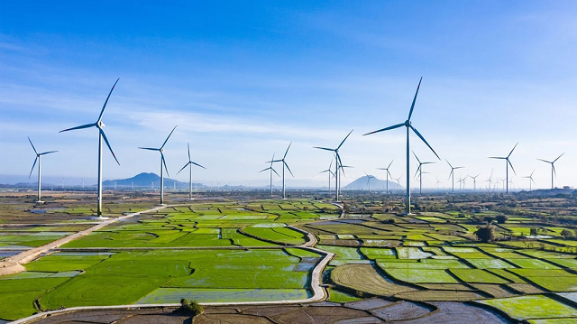 EVN dự kiến giảm việc huy động nguồn từ điện than, thủy điện để nhường chỗ cho điện mặt trời