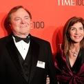"""<p class=""""Normal""""> <strong>6. Harold Hamm và Sue Ann Arnall: 975 triệu USD</strong></p> <p class=""""Normal""""> Vụ ly hôn giữa ông trùm dầu mỏ Harold Hamm và vợ Sue Ann Arnall năm 2012 kết thúc bằng việc ông viết cho bà tờ séc trị giá 974,8 triệu USD. Tuy nhiên, mãi đến năm 2015 ông mới chấp nhận chi số tiền này. (Ảnh: <em>AP</em>)</p>"""