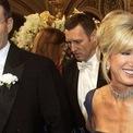 """<p class=""""Normal""""> <strong>9. Craig McCaw và Wendy McCaw: 460 triệu USD</strong></p> <p class=""""Normal""""> Người tiên phong trong ngành điện thoại di động Craig McCaw và nhà xuất bản báo chí Wendy McCaw đã ly dị một cách thân thiện vào năm 1997. Theo Forbes, Craig đã phải chia hơn 460 triệu USD cổ phiếu Nextel cho vợ. (Ảnh: <em>RVCJ</em>)</p>"""