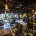 <p> Nếu một ngôi nhà toàn khung thép có vẻ khô khan và nặng nề thì ấn tượng về An'Garden Café đến từ những chậu cây treo ngẫu hứng, gợi liên tưởng đến một khu vườn đẹp như mơ. Một lý do khác khiến công trình xây dựng này trở nên đặc biệt là người chồng muốn dành nó để tặng vợ.</p>