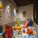 <p> Tòa nhà này còn dành một khu vực đặc biệt cho trẻ em. Đó có thể là một vấn đề nhỏ khi bạn phải đưa con cái của bạn đến một quán cà phê. Tuy nhiên, một sân chơi được xây dựng ngay tại nơi này sẽ xóa tan những lo lắng đó. Đây là điểm đặc biệt của quán dành cho mỗi gia đình!</p>