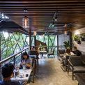 <p> Phong cách thiết kế lạ, tạo nên nét độc đáo của Le House đã khiến tòa nhà trở nên quyến rũ với sự thích thú từ hương thơm cà phê và khung cảnh đẹp như tranh vẽ.</p>