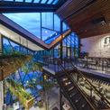 """<p class=""""Normal""""> An'Garden Café có 2 tầng với gác lửng rất thích hợp cho những ai muốn tập trung vào công việc hoặc nảy ra những ý tưởng sáng tạo. Ánh sáng vàng, các lớp màu xanh lá cây và tường gạch làm cho khu vực này trở nên hấp dẫn.</p>"""