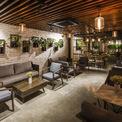 <p> Tầng cao nhất của An'garden Café giúp bạn có cái nhìn bao quát về toàn bộ tòa nhà. Những lớp kính cho phép người ta ngắm nhìn bầu trời và quên đi nỗi cô đơn.</p>