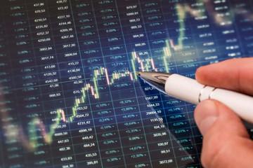 Cổ phiếu lớn phân hóa mạnh, VN-Index giảm gần 6 điểm