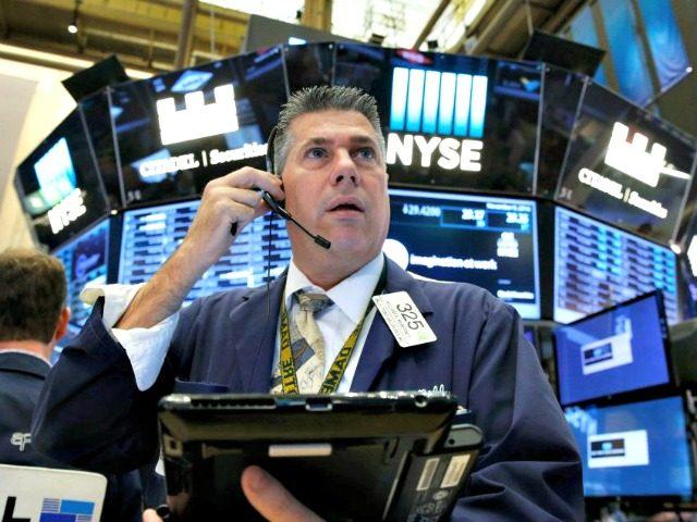 Số liệu thất nghiệp hàng tuần tích cực, Phố Wall tăng, Dow Jones tiếp tục lập đỉnh