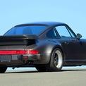 """<p> Điểm nhấn của xe là thiết kế cánh lướt gió sau dạng """"bàn trà"""" cỡ lớn. Giống với chiếc 911, Porsche 930 Turbo chỉ nằm trong garage của Bill Gates một thời gian trước khi được bán đi vào những năm 1990. Ảnh: <em>elferspot.</em></p>"""