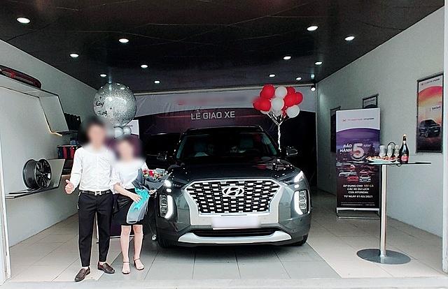"""Hyundai Palisade giao cho một khách hàng """"VIP"""" tại đại lý"""