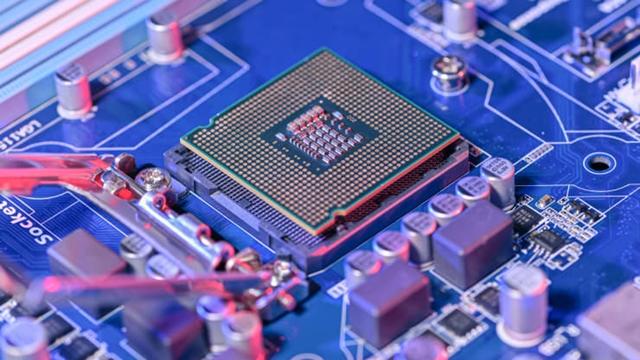 Chip được gắn trên bo mạch chủ của máy tính. Ảnh: Getty Images.
