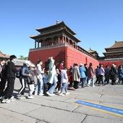 Người Trung Quốc bắt đầu mở ví tiêu xài