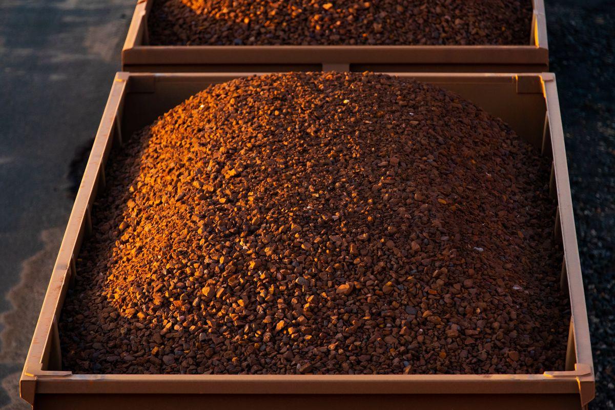 Giá quặng sắt 'rất, rất nóng', tăng 10% chỉ trong vài phút