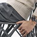 <p> GQ Germany cho biết gốm sứ là vật liệu phổ biến trong phân khúc giá cao của đồng hồ thể thao. Lý do là nó nhẹ, cứng, gần như hoàn toàn miễn nhiễm với các vết xước hoặc lõm do va chạm thô. Thay vì đun chảy, gốm được nung nóng. Về màu sắc, nó thường có vẻ ngoài matte (mờ) hoặc sơn bóng láng, có cảm giác thoải mái. Tuy nhiên, trong trường hợp bị rơi trên nền cứng, nó có thể bị vỡ và các bộ phận bị tách rời. Ảnh:<em> Luxsure.</em></p>