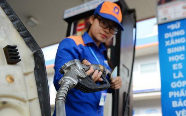 Giá xăng, dầu ngày mai dự kiến tăng 260-300 đồng/lít và giá dầu là 220-460 đồng/lít.