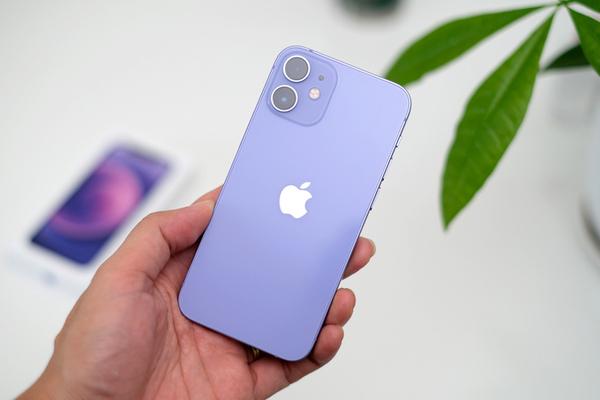 iPhone 12 màu tím vừa lên kệ đã giảm giá 2 triệu đồng