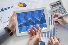 Bán mạnh cuối phiên, VN-Index giảm điểm