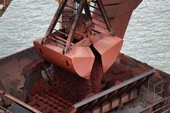 Dòng tiền đầu cơ và đầu tư đang đổ vào thị trường quặng sắt rất lớn