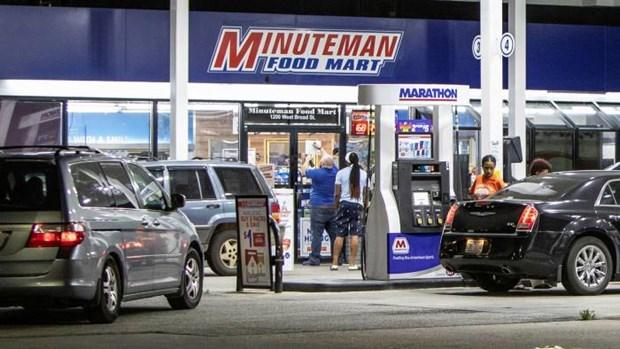 Chính quyền Mỹ kêu gọi người dân không tích trữ xăng dầu, đồng thời cam kết sẽ đảm bảo nguồn cung cho người dân trong những ngày tới. (Nguồn: Financial Times)