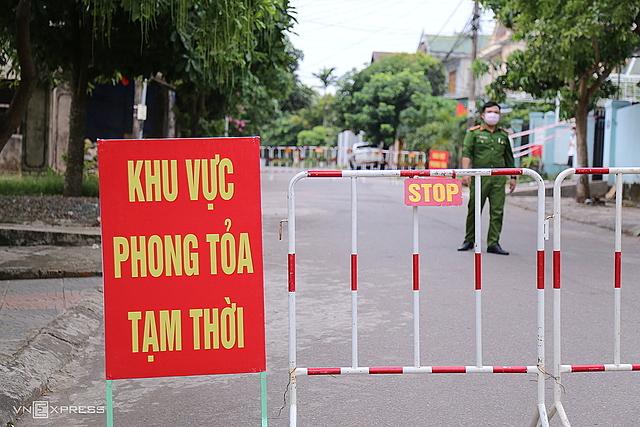 Nhiều khu dân cư ở Quảng Trị bị phong tỏa. Ảnh: Hoàng Táo.