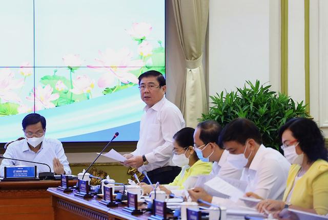 Chủ tịch UBND TP HCM báo cáo tại buổi làm việc với đoàn công tác của Thủ tướng Phạm Minh Chính sáng 13/5.