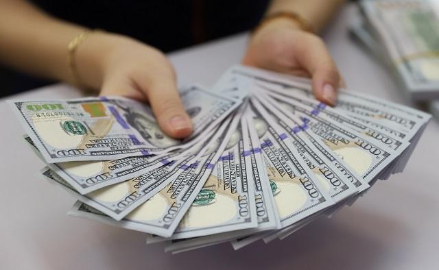 Tỷ giá trung tâm tăng, USD tự do tiếp tục giảm sâu