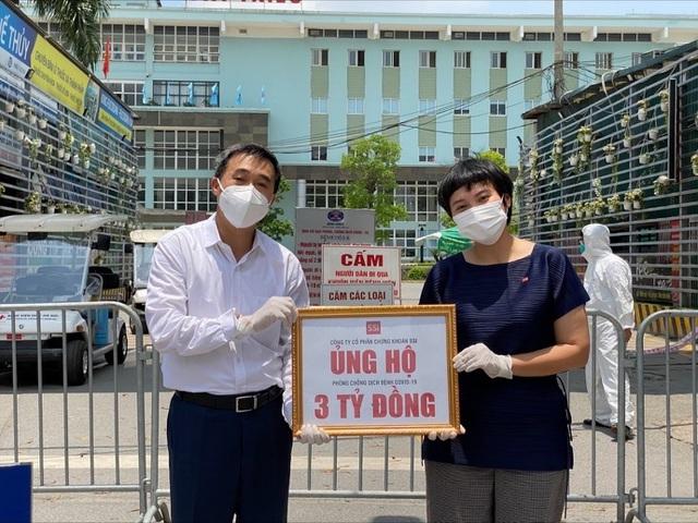 3 tỷ đồng 'tiếp lửa' cho các bệnh viện tuyến đầu chống dịch Covid-19