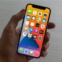 """<p class=""""Normal""""> <strong>5. Apple iPhone 12 mini</strong></p> <p class=""""Normal""""> Chiếc smartphone kích thước nhỏ tốt nhất năm 2021</p> <p class=""""Normal""""> Giá: 699 USD</p> <p class=""""Normal""""> Một chiếc điện thoại với hiệu suất cao tương đương những mẫu iPhone 12 khác, nhưng vừa túi quần và dễ dàng sử dụng bằng một tay là lý do khiến nhiều người tìm mua chiếc iPhone 12 mini.</p> <p class=""""Normal""""> Mặc dù nhỏ hơn so với không ít dòng điện thoại iPhone khác, song màn hình 5,4 inch của iPhone 12 mini vẫn đủ lớn để nhắn tin văn bản, soạn email, duyệt web, truy cập các ứng dụng, video và trò chơi.</p>"""