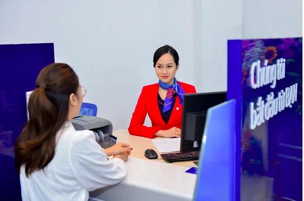 Giao dịch tại Ngân hàng Bản Việt.