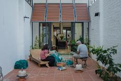 Nhà ở Nha Trang tiết kiệm chi phí, có khoảng sân rộng để làm nghề đánh bắt cá