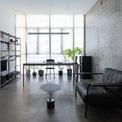 <p> Ý tưởng chính của đơn vị thiết kế là tổ chức lại không gian sống bằng cách tích hợp nhà bếp và không gian ăn uống thành một khối duy nhất.</p>