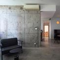 <p> Cảm ứng của các tấm ván ép được nghiên cứu tạo nên màu sắc ấm áp. Các phòng tắm đã được làm lại để có nhiều ánh sáng và không khí hơn.</p>
