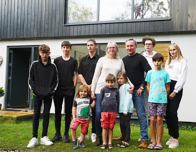 Lối sống xa hoa của gia đình suýt phá sản