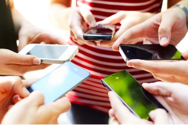 Người Việt đang 'nướng' hơn 5 tiếng cho smartphone mỗi ngày
