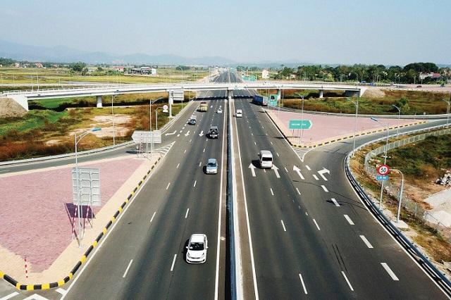 Lãnh đạo tỉnh Quảng Ninh đã chủ động báo cáo, đề xuất Trung ương cho phép được dùng ngân sách tỉnh để làm tuyến cao tốc Hạ Long - Hải Phòng (khánh thành tháng 9/2018). Ảnh: Quang Minh