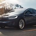 """<p class=""""Normal""""> <strong>Tesla Model X</strong></p> <p class=""""Normal""""> Model X là một chiếc xe của sự tương phản, kiểu dáng bên ngoài đơn giản, nhàm chán nhưng bên trong tràn ngập công nghệ hiện đại. Khả năng tăng tốc nhanh hơn một số mẫu siêu xe hiện nay. Với nhiều tùy chọn hàng ghế khác nhau, bao gồm 4, 6 hoặc 7 ghế. Tùy chọn quãng đường di chuyển 579 km cho bản Long Range hoặc 547 km cho bản Plaid. Ngoài ra với công suất sạc 120 kW giúp pin đầy trong chưa đầy một giờ. Mức giá cho Model X từ 91.190 USD tới 121.190 USD.</p>"""