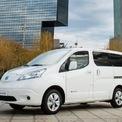 """<p class=""""Normal""""> <strong>Nissan e-NV200 Combi</strong></p> <p class=""""Normal""""> e-NV200 Combi thuộc mẫu xe MPV gia đình với tốc độ tối đa 122 km/h, giá cả phải chăng 39.270 - 44.850 USD tùy phiên bản. Thiết kế của e-NV200 giống như chiếc taxi, hai ghế sau cùng có thể đóng xuống, lật sang hai bên để gọn trong cốp hông. Xe trang bị khối pin 40 kWh với phạm vi hoạt động chỉ 199 km, nhưng vượt trội hơn so với các mẫu MPV mới hiện nay.</p>"""